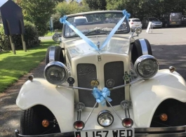 Convertible vintage wedding car in Bath